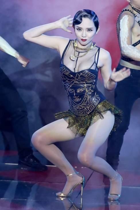 Tóc Tiên là thí sinh nữ tạo được ấn tượng mạnh mẽ ngay từ những vòng đầu của The Remix