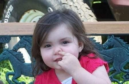 Trẻ ngoáy mũi là nguyên nhân trẻ bị chảy máu cam.