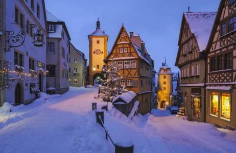 Nhiều du khách khi đặt chân tới thị trấn cổ Rothenburg ob der Tauber ở Đức đều có cảm xúc giống như mình đang lạc bước vào một địa điểm thần thoại nào đó trong câu chuyện cổ Grimm.