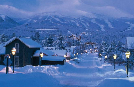 Thị trấn vùng nông thôn Breckenridge, Colorado, Mỹ sở hữu một vẻ đẹp buồn đến nao lòng, đặc biệt là vào mùa đông - khi những mái nhà luôn được phủ dầy bởi tuyết trắng.