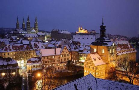 Thị trấn Bamberg, Đức được xây dựng từ năm 902 sau công nguyên. Hiện nay, nơi đây vẫn được bảo tồn hầu như còn nguyên vẹn. Đi dạo trên những con đường trải sỏi trong thị trấn cổ vào ngày đông là một trải nghiệm tuyệt vời cho du khách.