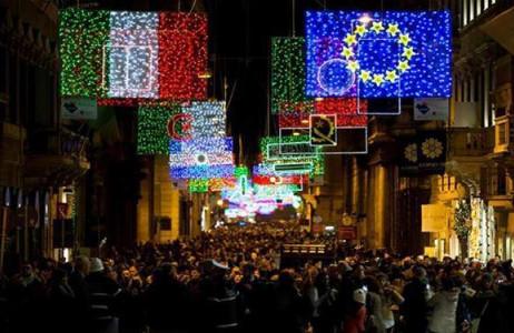 Dòng người chen lấn đi mi mua sắm cho kỳ Giáng sinh và năm mới 2015 ở  thành phố Rome của Italy.