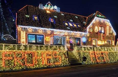 Một căn nhà ở Calle, Đức, lung linh trong ánh sáng của 400.000 chiếc đèn LED.
