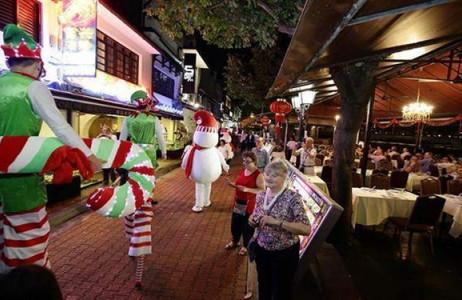 Không khí Giáng sinh đã ngập tràn trên đường phố Singapore.