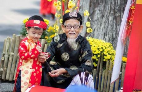 Xin chữ ông đồ ngày Tết là nét văn hóa đẹp vẫn được người Việt duy trì tới ngày nay.