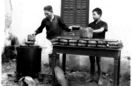 Tết xưa nhà nhà, người người tự gói bánh chưng ngày Tết