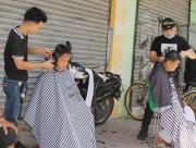 Trong mắt tôi, cắt tóc miễn phí, người nghèo, người khuyết tật, ,công nhân, cua so tinh yeu