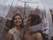 cộng đồng LGBT, đồng tính nữ, Tình yêu vượt qua thù địch, hai cô gái Ấn Độ, Pakistan, cua so tinh yeu
