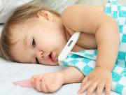 trẻ nhỏ, trẻ bị sốt, trẻ bị sốt co giật, chăm sóc trẻ bị sốt, hạ sốt cho trẻ