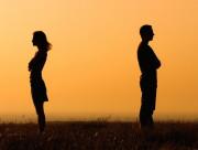 cửa sổ tình yêu, tan vỡ, chia tay, gương vỡ, chấp nhận, la mắng, nặng nề, kết thúc.