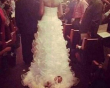 Chuyện lạ về hôn nhân, kết hôn, đám cưới, váy cưới, em bé, buộc em bé sau váy cưới