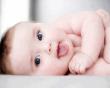 trẻ sơ sinh, cứt trâu, vảy cứng, mầu xám hoặc vàng, gội đầu cho bé, vệ sinh da đầu, nhiễm trùng, phát ban