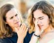 con gái đòi kết hôn, với người hơn nhiều tuổi, lợi dụng, không chấp nhận, đuổi ra khỏi nhà