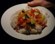 HIV có thể lây khi ăn cơm trên đĩa có dính máu không ?