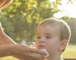 Tại sao trẻ lại khóc và nôn ngay sau khi ăn xong ?