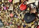 Pháp, cây cầu nổi tiếng, cầu Pont des Arts, ổ khóa tình yêu, ổ khóa tượng trưng, lan can, sụp đổ, chuyện lạ