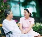ung thư niêm mạc tử cung, Nguyên nhân, Triệu chứng, Ra máu bất thường, chảy dịch âm đạo, sụt cân, Mệt mỏi, Thiếu máu, điều trị, Hormone liệu pháp, Phẫu thuật, Xạ trị, Hóa trị