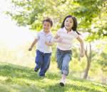 Chăm sóc trẻ, vận động, trò chơi, khuyến khích trẻ vận động, trẻ lười biếng, dinh dưỡng, tập thể dục, kinh nghiệm của cha mẹ