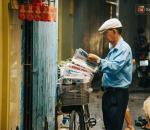 Sài Gòn bình yên, báo giấy, người giao báo giấy, cua so tinh yeu