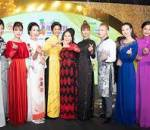Các nghệ sĩ, dự Gala tổng kết Lễ hội Áo dài, cửa sổ tình yêu.