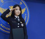 IU, sao Hàn, showbiz Hàn, nữ ca sĩ, cảnh sát, đại sứ, cảnh sát chống bạo lực học đường, cua so tinh yeu