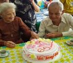 Cụ ông 96 tuổi, tình đầu, sau 65 năm, cửa sổ tình yêu.