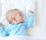 bé 5 tuần tuổi, bé sơ sinh, nụ cười của bé