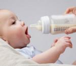 cai sữa cho con, sữa mẹ, ăn dặm, ăn thêm sữa ngoài, sữa công thức, cai sữa, tự tử, đột ngột
