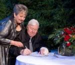 Đám cưới ước nguyện trước khi chết của bà cụ đồng tính