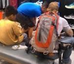 câu chuyện cuộc sống, lòng nhân ái, sự tử tế, cậu bé nghèo được tặng giày