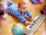 trẻ 6 tháng tuổi, sự phát triển của trẻ 6 tháng tuổi, sự thay đổi v
