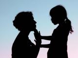 yêu mẹ đơn thân, thương người, giúp đỡ, vướng tình cảm, một mình nuôi con
