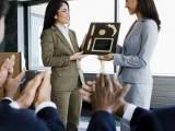 khen thưởng, kĩ năng quản lý, động viên nhân viên, tiền thưởng