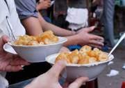 món ngon, hà nội, món ăn vỉa hè, cháo trai, quẩy nóng, ốc luộc, bánh rán, xôi chè, bánh khoai, bánh chuối