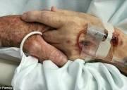 vợ chồng già, khoảnh khắc đẹp, cảm động, xúc động, khoảnh khắc xúc động, tình yêu đẹp