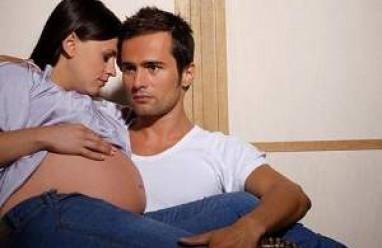 quan hệ tình dục trong 3 tháng cuối, tư thế quan hệ khi mang thai, chảy máu âm đạo sau quan hệ, cách thức quan hệ, cơn co tử cung, kiêng quan hệ tình dục trong 3 tháng cuối