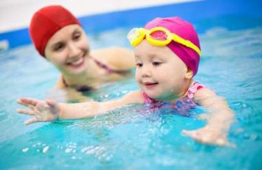 Chăm sóc trẻ, dạy trẻ tập bơi, kỹ năng cần dạy con, bơi lội