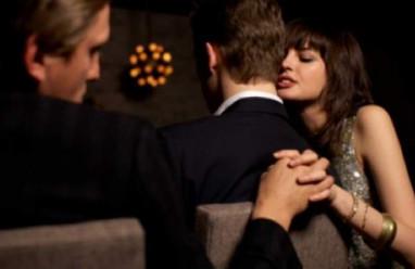 Dấu hiệu, phụ nữ ngoại tình, ông ăn chả, bà ăn nem, phản bội chồng,