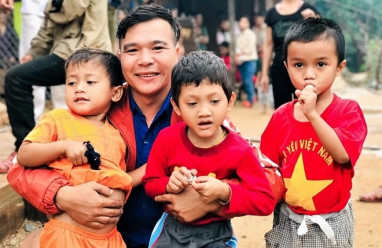 Tấm lòng thiện nguyện, chàng trai xứ Quảng, từ thiện, làm việc tốt, cua so tinh yeu