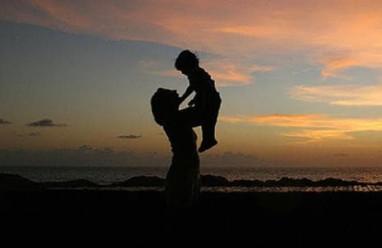 Mẹ đơn thân, làm mẹ, người mới, bạo hành gia đình