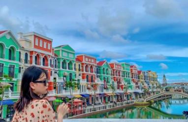 """Giới trẻ rộn ràng """"khoe"""" ảnh check-in tại """"Venice thu nhỏ"""" của Việt Nam"""