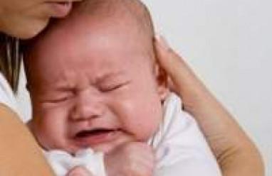 trẻ sơ sinh, đau bụng, dấu hiệu, trẻ khóc nhiều, khóc kéo dài