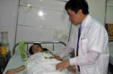 trẻ nhỏ, đau dạ dày, loét dạ dày – tá tràng, đau bụng, chảy máu, thủng dạ dày