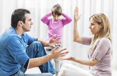 hôn nhân rạn nứt, chia sẻ việc nhà, chồng xa lánh, đau khổ, tổn thương, chồng không giúp đỡ việc nhà, hy sinh, chịu đựng, cửa sổ tình yêu