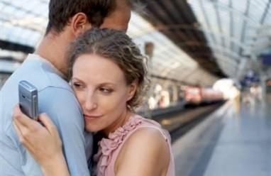 bạn gái du học, yêu xa, quan tâm, thường xuyên nhắn tin, bận thi, cắt đứt liên lạc, lo sợ thay đổi tình cảm