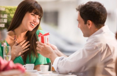 từ chối tình cảm, chinh phục tình yêu, bạn gái từ chối, hay vòi quà, lợi dụng tình cảm, có nên tiếp tục, cửa sổ tình yêu