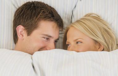 quan hệ, dịch sinh dục, màu vàng, nguyên nhân, cuasotinhyeu, đang quan hệ, ân ái