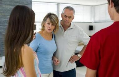 cua so tinh yeu, gia đình, ngăn cấm, chia tay, 8 năm, có họ, không đẹp trai, ngoại hình.