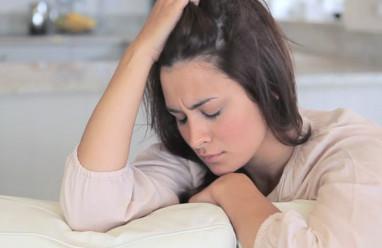 sau sinh, băng vệ sinh, sản dịch, ra máu, triệu chứng, đau bụng, bình thường, cuasotinhyeu
