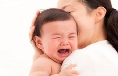 trẻ nhỏ, vôi hóa não, nâng đầu cổ, cử động của trẻ, cải thiện, tình trạng, cuasotinhyeu